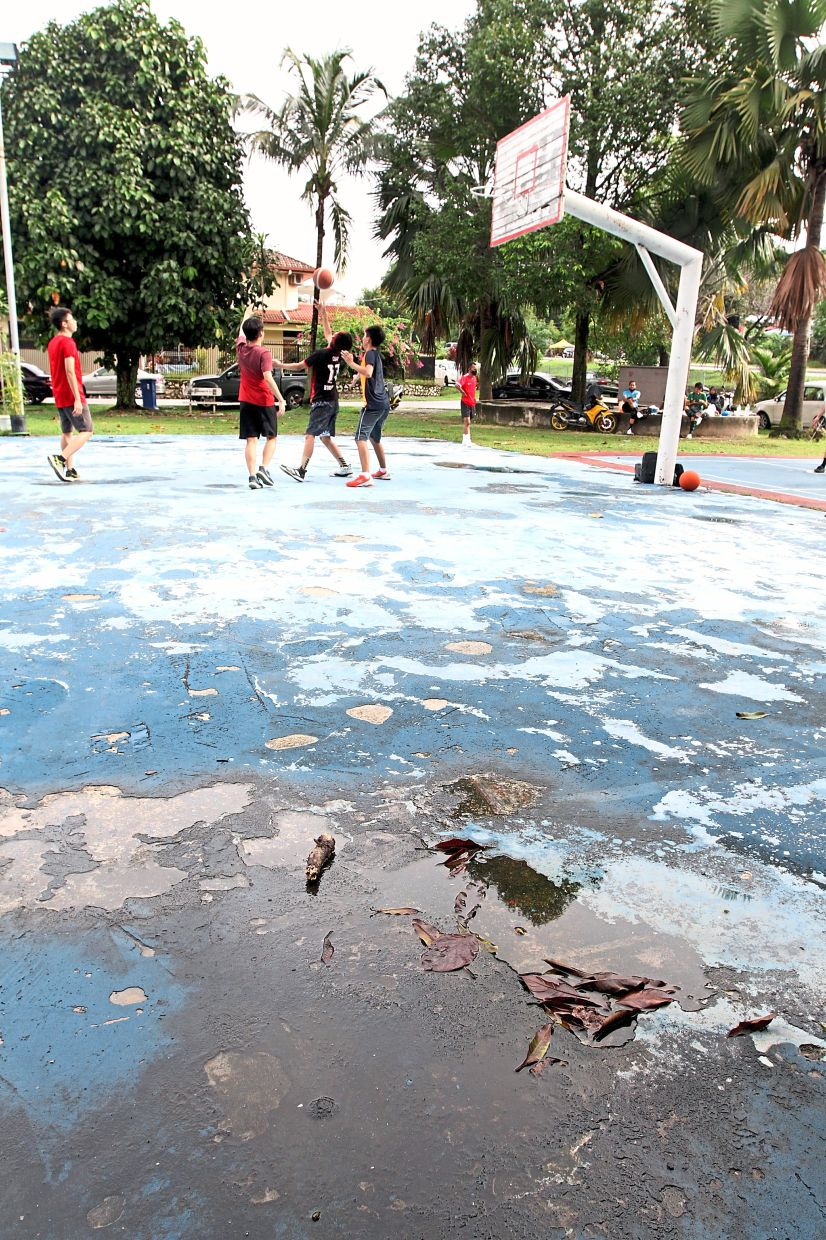 This basketball court in Taman Bukit Belimbing has seen better days and is in dire need of work.