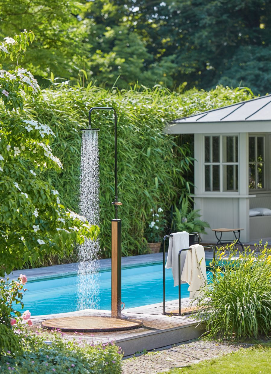 Having an outdoor shower reminds people of being on a holiday. Photo: Garpa/dpa