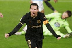 Barca earn big win at Celta despite first-half red card