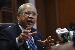 Annuar Musa: Elections should be postponed until Covid-19 stabilises