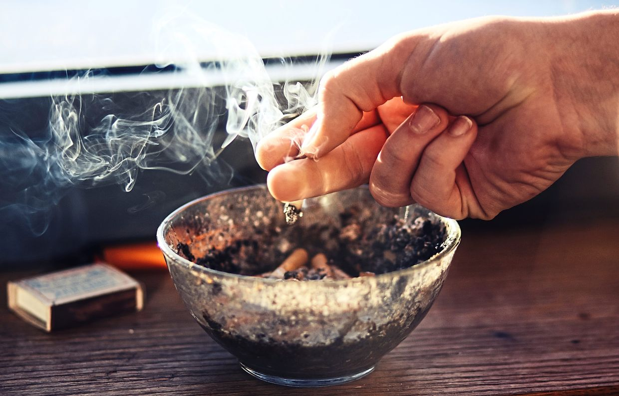 Sediments from cigarette smoke can linger on the surface of furniture, walls and floor. — Photo: 123rf.com
