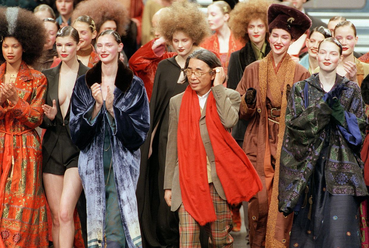 March 13, 1998 file photo of Japanese fashion designer Kenzo (centre) at the end of his's ready-to-wear Autumn/Winter 1998 collection presentation in Paris. Photo: AFP