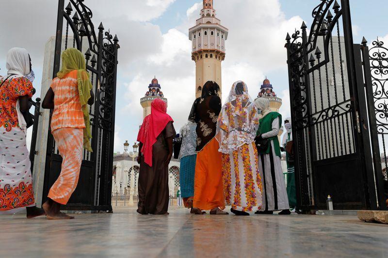 Image Braving coronavirus, pilgrims flock to Senegal's 'little Mecca'