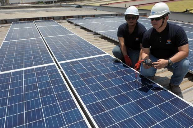 Smaller players like Cypark Resources Bhd and Solarvest Holdings Bhd will be the bigger beneficiaries of the 1,000MW power plant projects. - File pic shows solar vest engineers at work.