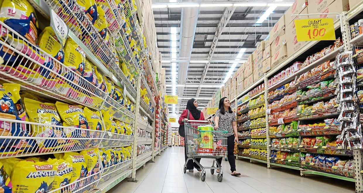 The local grocery market is estimated to be worth some RM20bil a year. Over the years, many more retailers have joined the fray to get a slice of the grocery pie.   Interview with Giant Hypermarket director Ruben Brusch on giant stragegies to grow in Malaysia at Shah Alam on 21 Jan 2014.The Star/Sia Hong Kiau