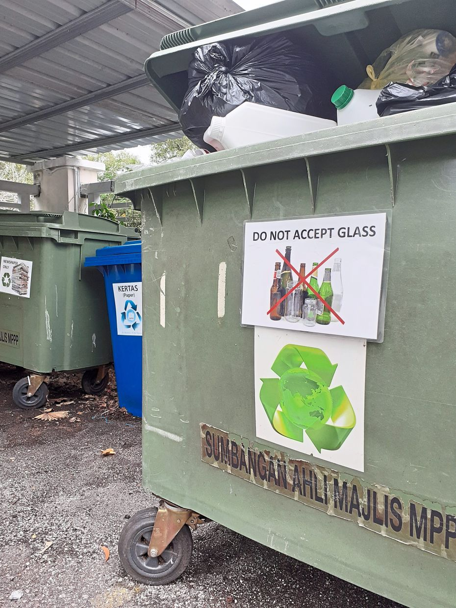 A sign indicating that no glass is accepted at a recycling point in Sungai Ara.