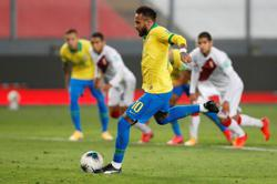 Neymar hat-trick helps Brazil to 4-2 win over Peru