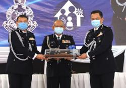 Roadblocks set up to prevent non-essential travel, says Selangor top cop