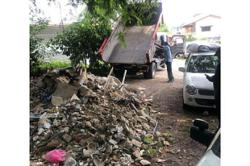 Truck driver caught red-handed for illegal dumping in Gelugor