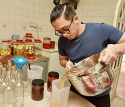 Culinary arts graduates unable to find jobs turning to home businesses instead