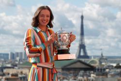French Open champ Swiatek adjusting to celebrity status