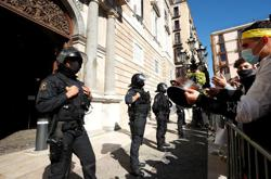 'Endangered species': Barcelona bar staff protest coronavirus shutdown