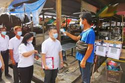 Traders outside Jelapang market open for business again
