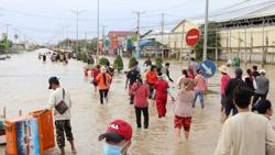 Cambodia: Flood havoc in country and more than 40 factories forced to be closed