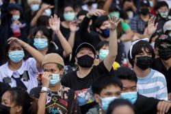 Thai court suspends local online TV amid protests