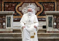 Pope wears mask for first time at public event