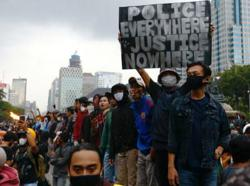 Seven social media managers held in relation to Indonesia's jobs law protests