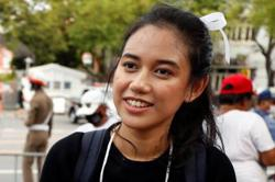 Thai protesters give PM three days to quit