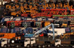 UN report: World trade rebounding slowly