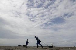 Typhoon Saudel strengthens on path to China's Hainan