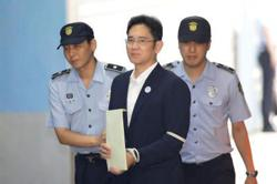 Samsung leader Jay Lee's suspected fraud, stock manipulation trial begins
