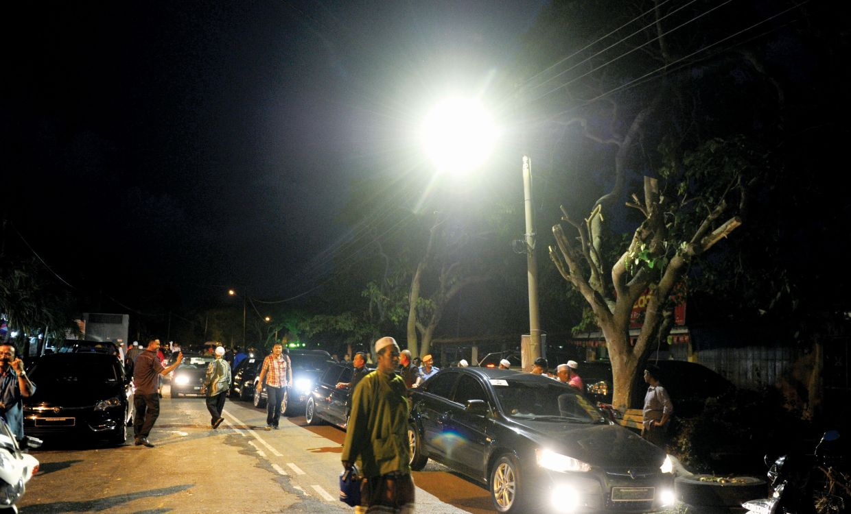 To date, TNB has installed 326,053 LED streetlights.