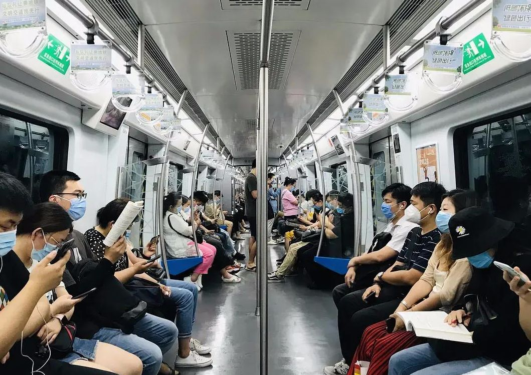Book lover takes over 1,000 photos of people reading books on Beijing subway