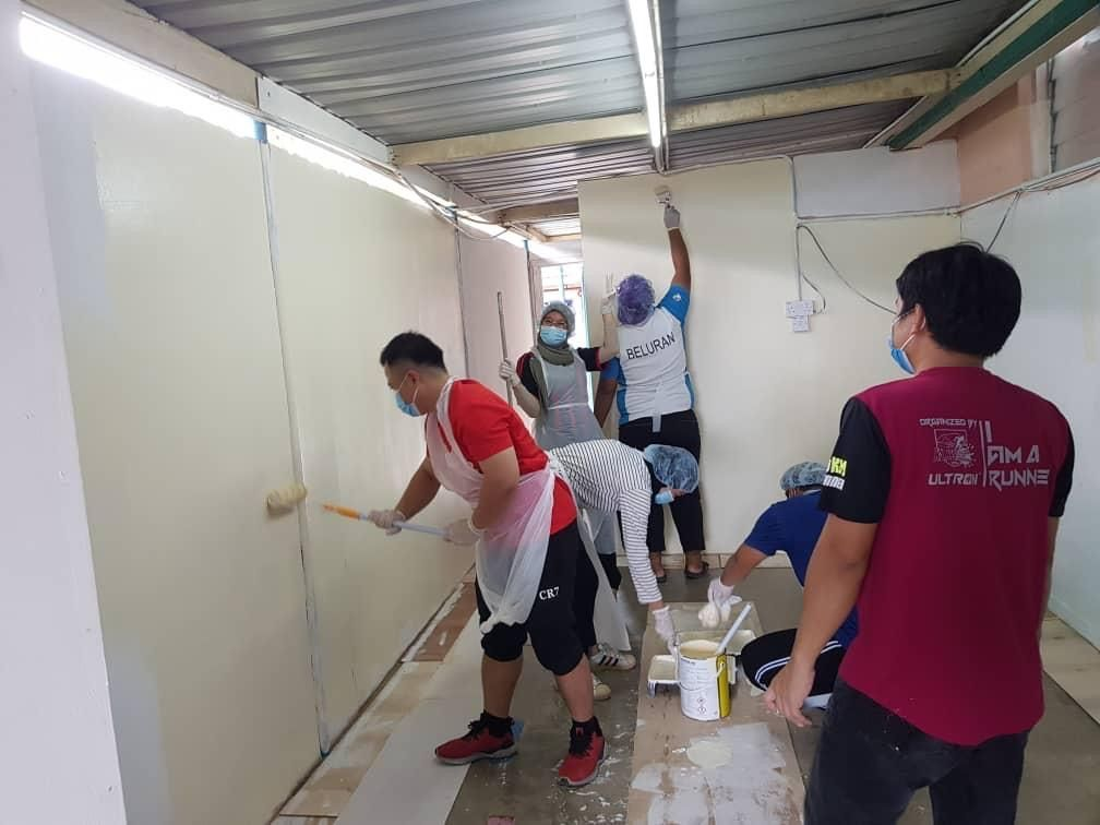 Volunteers helping out to build the makeshift ward.