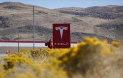 Experts: Tesla 'full self-driving' vehicles can't drive themselves