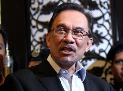 Anwar calls for govt transparency before declaring emergency