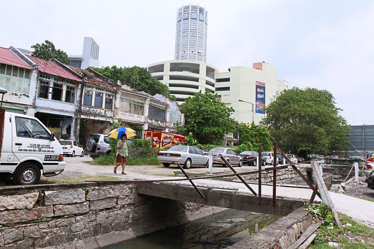 A view of the area around old Sia Boey market back in 2012 before the makeover into an urban park. In the background is Komtar.
