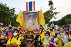 Analysis: Fighting talk as besieged Thai loyalists try to rally