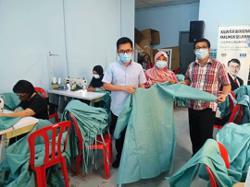 Groups help B40 women earn money sewing protective gear