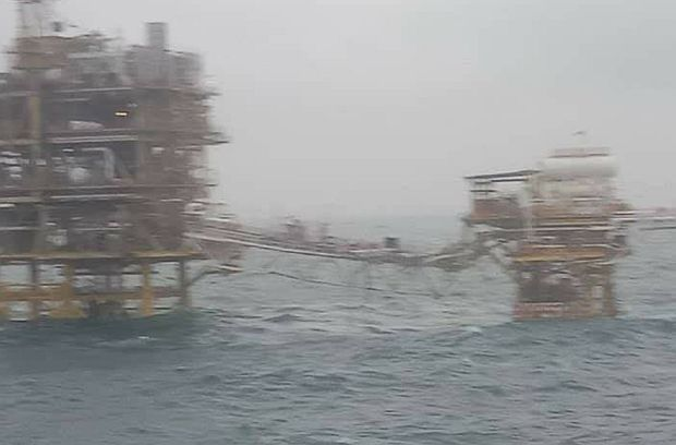 Oil platform where ship incident occured when a cable snapped after being hit by huge waves. - MMEA photo