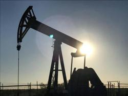 Oil advances, but outlook gloomy as coronavirus cases, supply grow