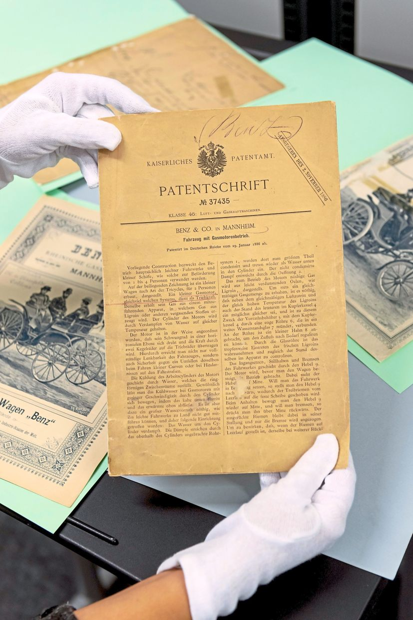 Birth certificate of the automobile: documents on patent specification DRP 37435 can be found in the Mercedes archives, documenting the creation of the first car in 1886. — Daimler AG/dpa