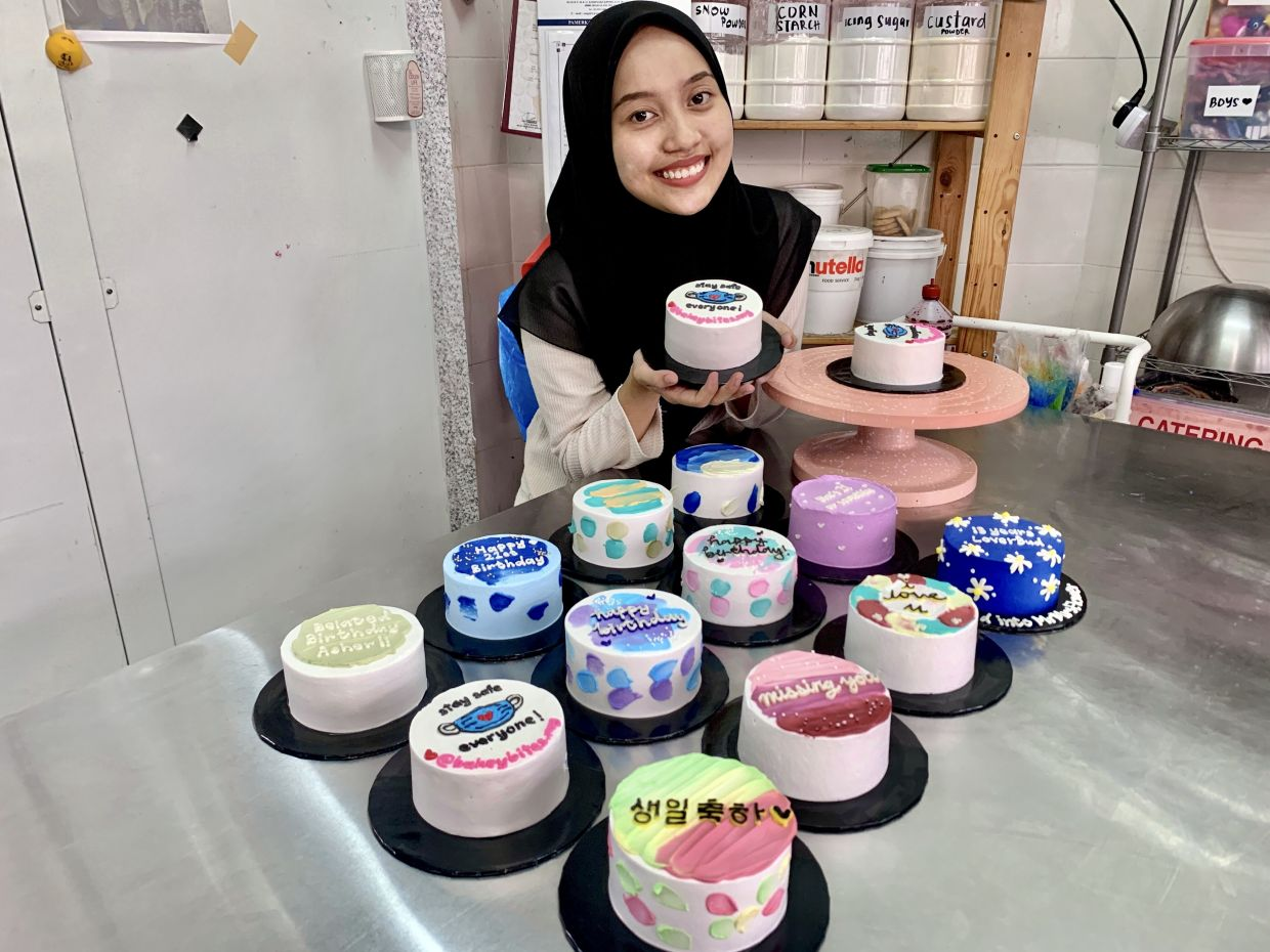 Nuraina Ezzati used to handle her cake business alone. Thanks to the minimalist cake trend, she can now afford staff.