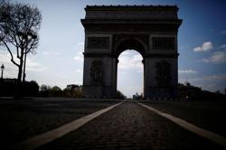 Arc de Triomphe bomb alert in Paris lifted - police