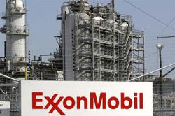 Exxon Mobil to keep dividend flat for first time since 1982