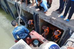 Mersing fisherman feared drowned after hitting head in fall from jetty