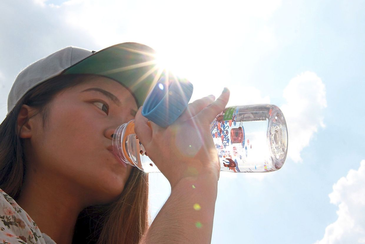 No matter what exercise you're doing, stay hydrated by taking sips (not gulps) of water frequently. — Filepic
