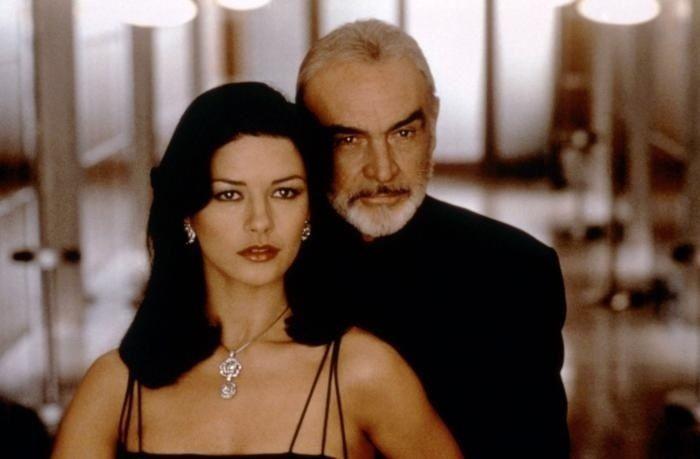 Sean Connery with Catherine Zeta-Jones in 'Entrapment'.