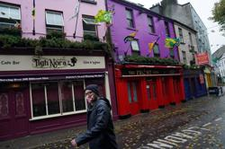 Ireland's COVID-19 reproduction rate falls, hospital admissions slow