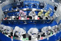China's factory activity slows, services sector picks up(Update)