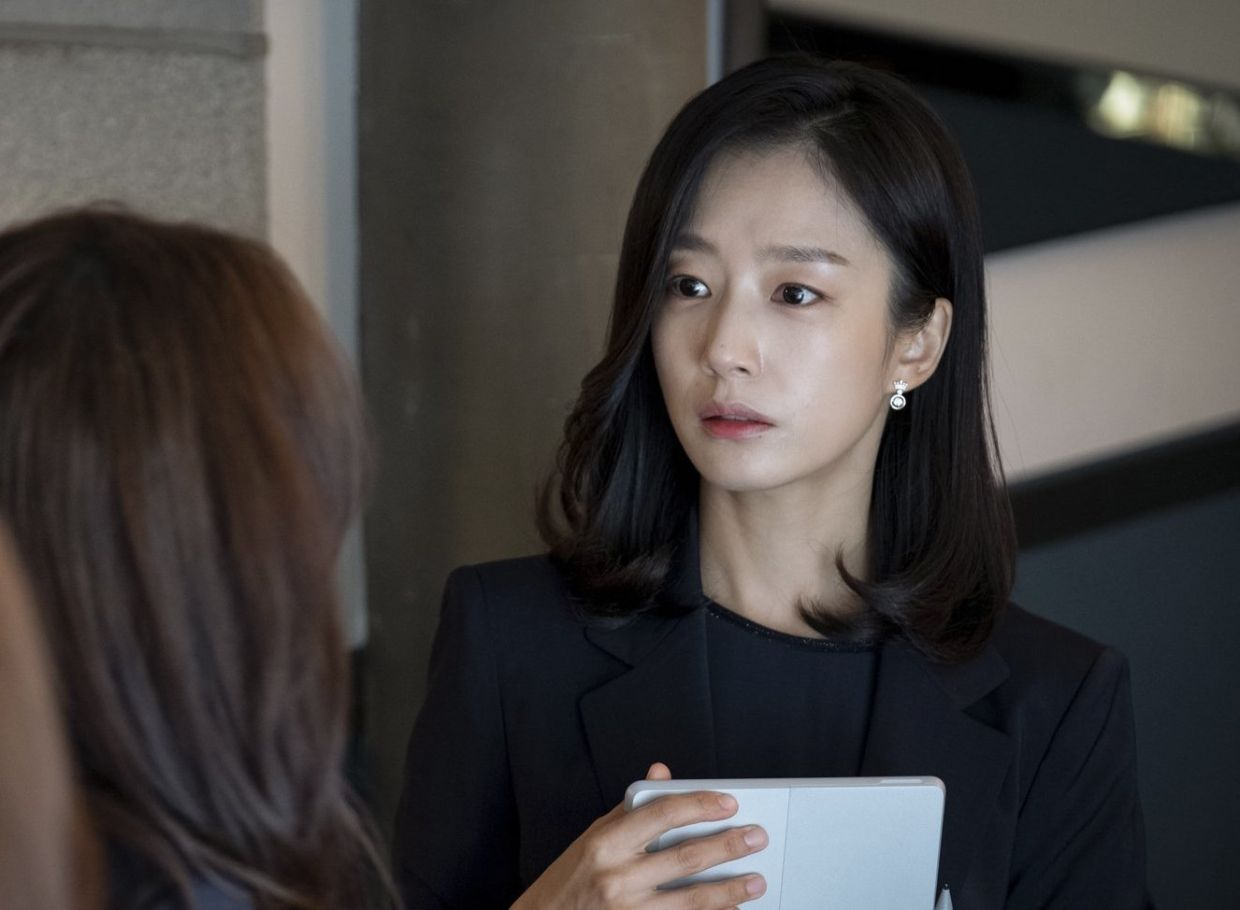 Could Mi-na, an overworked mother of two, be the mistress of Jeong-seon's husband?