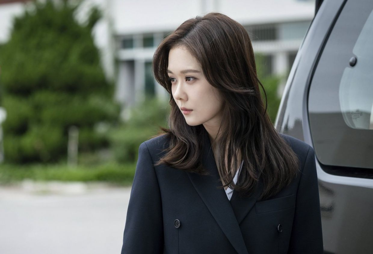 Actress Jang Na-ra, known for playing bubbly characters, successfully pulls off the role of a scorned woman in 'VIP'.