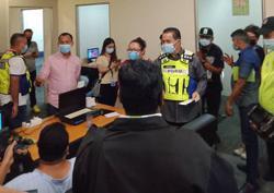 15 arrested in online gambling raid in Serdang