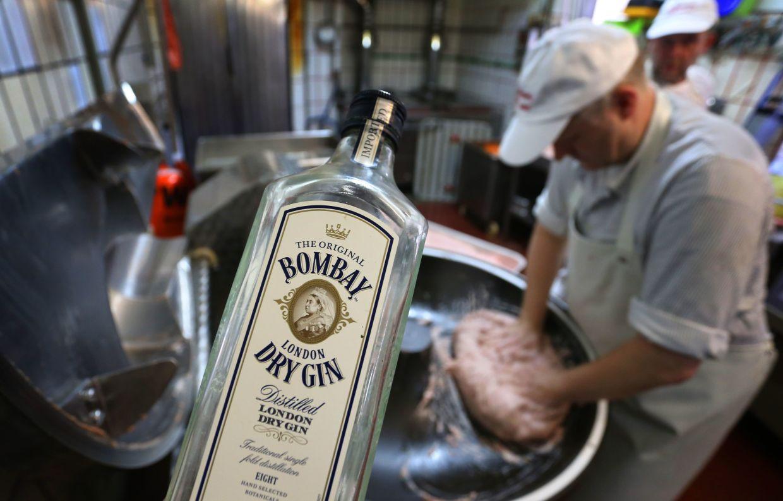 Matthias Freund preparing his famous gin and tonic sausage.