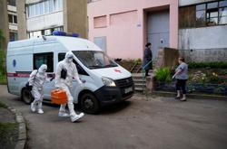 Moscow mayor says COVID-19 situation worsening, extends home learning