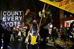 US polls: Election demonstrators arrested in Seattle and Portland